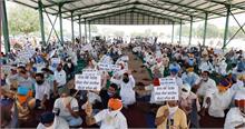 किसानों ने सड़क जाम की, कृषि विधेयक के समर्थक सांसदों को दी चेतावनी