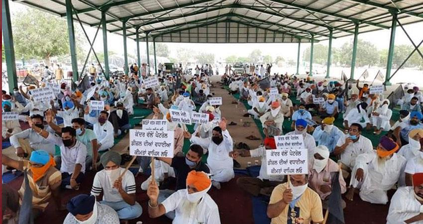 punjab farmers block road warns mps supporting agriculture bills rkdsnt