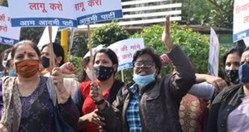 aap-women-s-wing-human-chain-in-support-of-farmers-opposing-agricultural-laws-rkdsnt