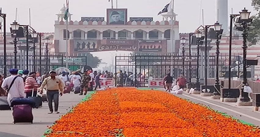 nagarkirtan leading to nankana sahib enters pakistan from attari border