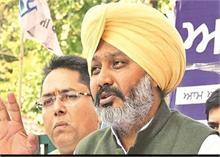 AAP, अकाली दल ने की दल बदलू विधायकों को अयोग्य ठहराने की मांग
