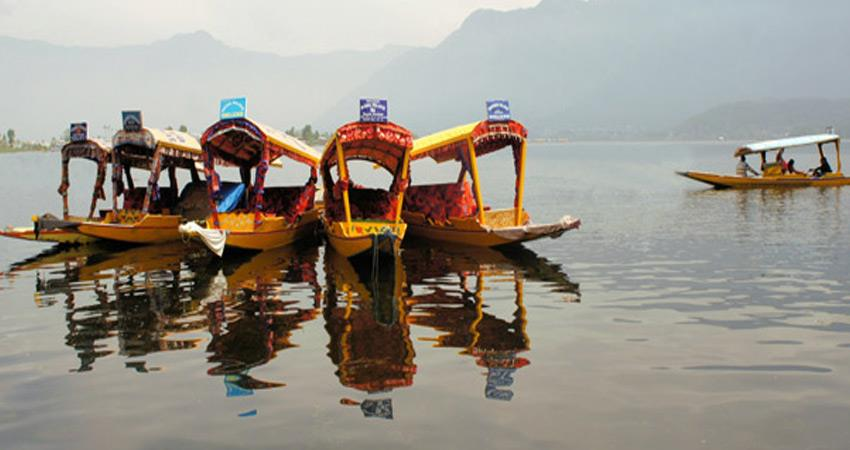 kashmir in tension tourism related businessmen worries of future