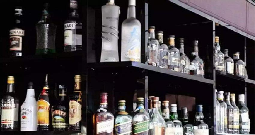 heavy downfall in liquor sales in delhi 70 tax became the major reason sohsnt