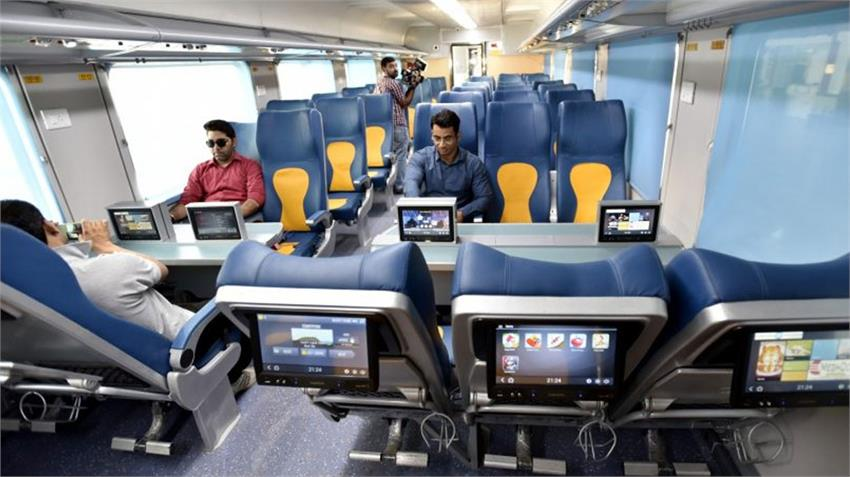 corona lockdown till 14 april but booking of private india trains railway closed till 30 april rkdsnt