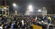 सीएए प्रदर्शनों में दर्ज मामलों को लेकर AMU छात्रों ने अपर पुलिस महानिदेशक से की मुलाकात