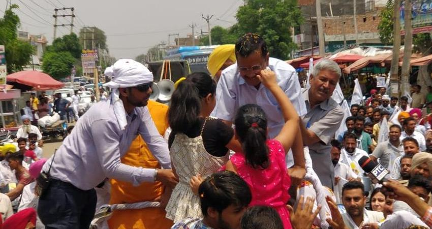 arvind-kejriwal-road-show-in-punjab-for-aap-bhagwant-mann-attacks-congress-and-sad-bjp