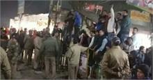 हरीश को भाजपाइयों ने गंगा पूजन के बाद दिखाए काले झंडे, हंगामा