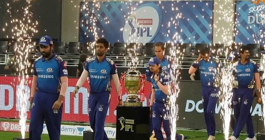 ipl 2020 final mi vs dc live rohit half-century completed mumbai scores beyond 100 runs  rkdsnt